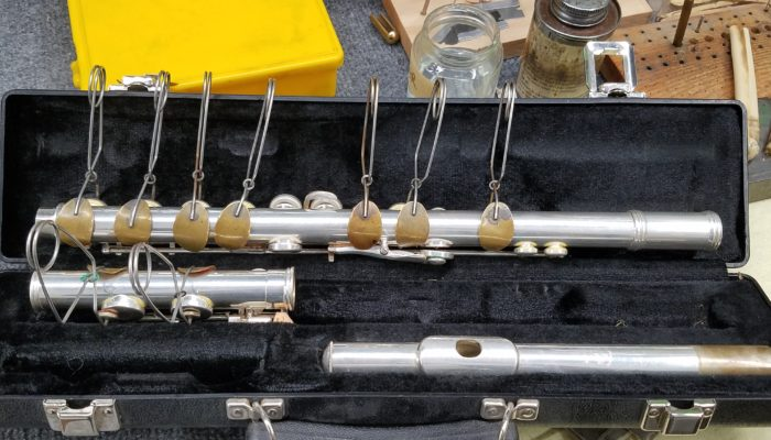 Flute in its case with key clamps in order to fix pads.
