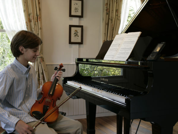 3 Reasons Private Music Lessons Benefit Students