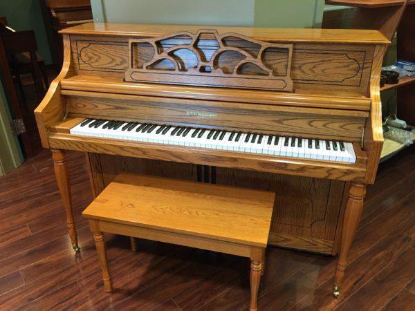 Kohler & Campbell – Model KC244-oak (44″ console piano)