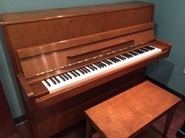 Yamaha – Model P2E walnut 45″ upright piano
