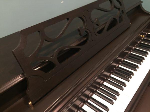 Wurlitzer – Model P165 – 37″ spinet piano