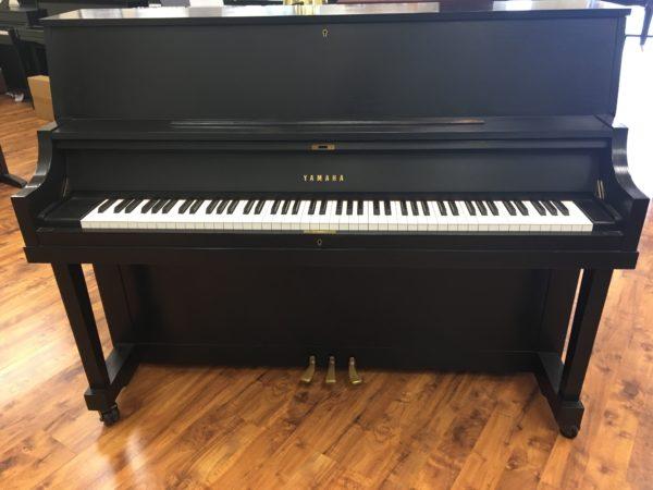 Yamaha – Model P-22 – Satin ebony 45″ studio piano w/bench