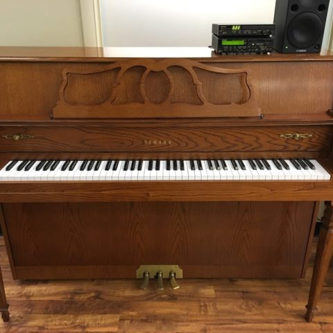 "Lovely Yamaha MX-500 traditional oak 44"" console piano fully equipped with the Disklavier player piano system. Play this piano yourself or enjoy listening to it as the keys move and play your favorite songs. Comes with a matching bench and a good variety of CDs and disks."