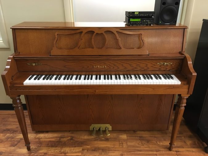 """Lovely Yamaha MX-500 traditional oak 44"""" console piano fully equipped with the Disklavier player piano system. Play this piano yourself or enjoy listening to it as the keys move and play your favorite songs. Comes with a matching bench and a good variety of CDs and disks."""