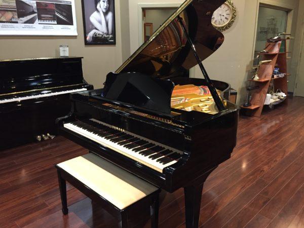 Yamaha – Model C3 polished ebony 6'1″ grand piano