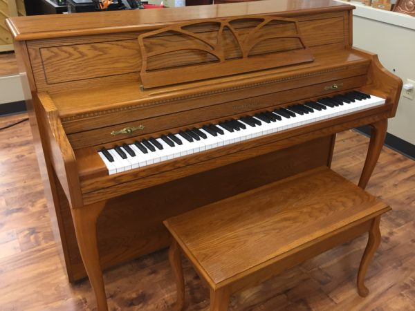 Baldwin – Model 657 Oak console piano w/bench