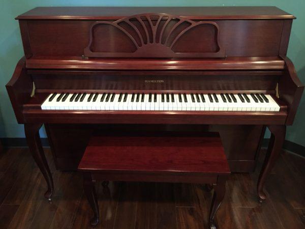Hamilton (by Baldwin) – Model H310 cherry 44″ console piano w/bench