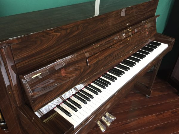 Yamaha – Model B2 Polished Walnut – 44.5″ upright piano