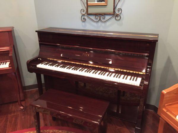 Essex (by Steinway) – Model EUP111E-MBH  44″ upright piano w/bench