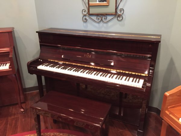 Essex (by Steinway) – Model EUP111E – 44″ mahogany polish upright piano