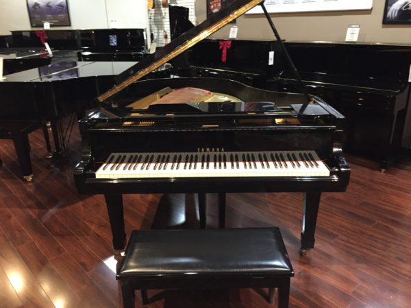 Yamaha model G2 (5'7″) – Polished ebony grand piano  ** Sale Pending**