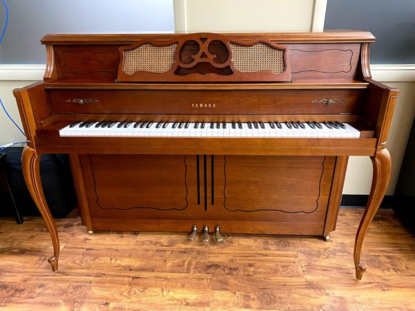Yamaha – Model M405- 44″- Walnut Upright Piano